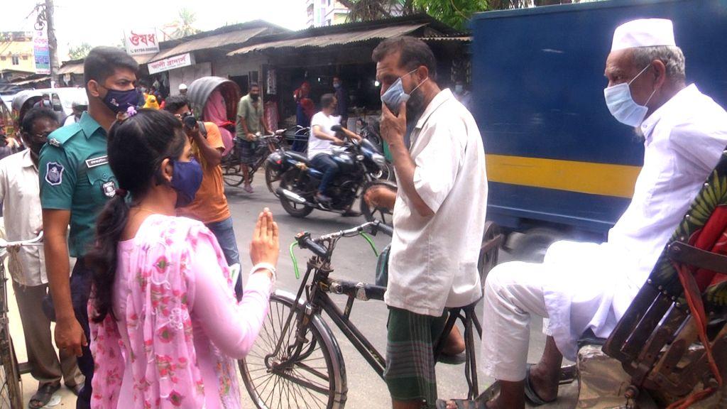 Photo of স্বাস্থ্যবিধি মানাতে বরিশালে ভ্রাম্যমাণ আদালত