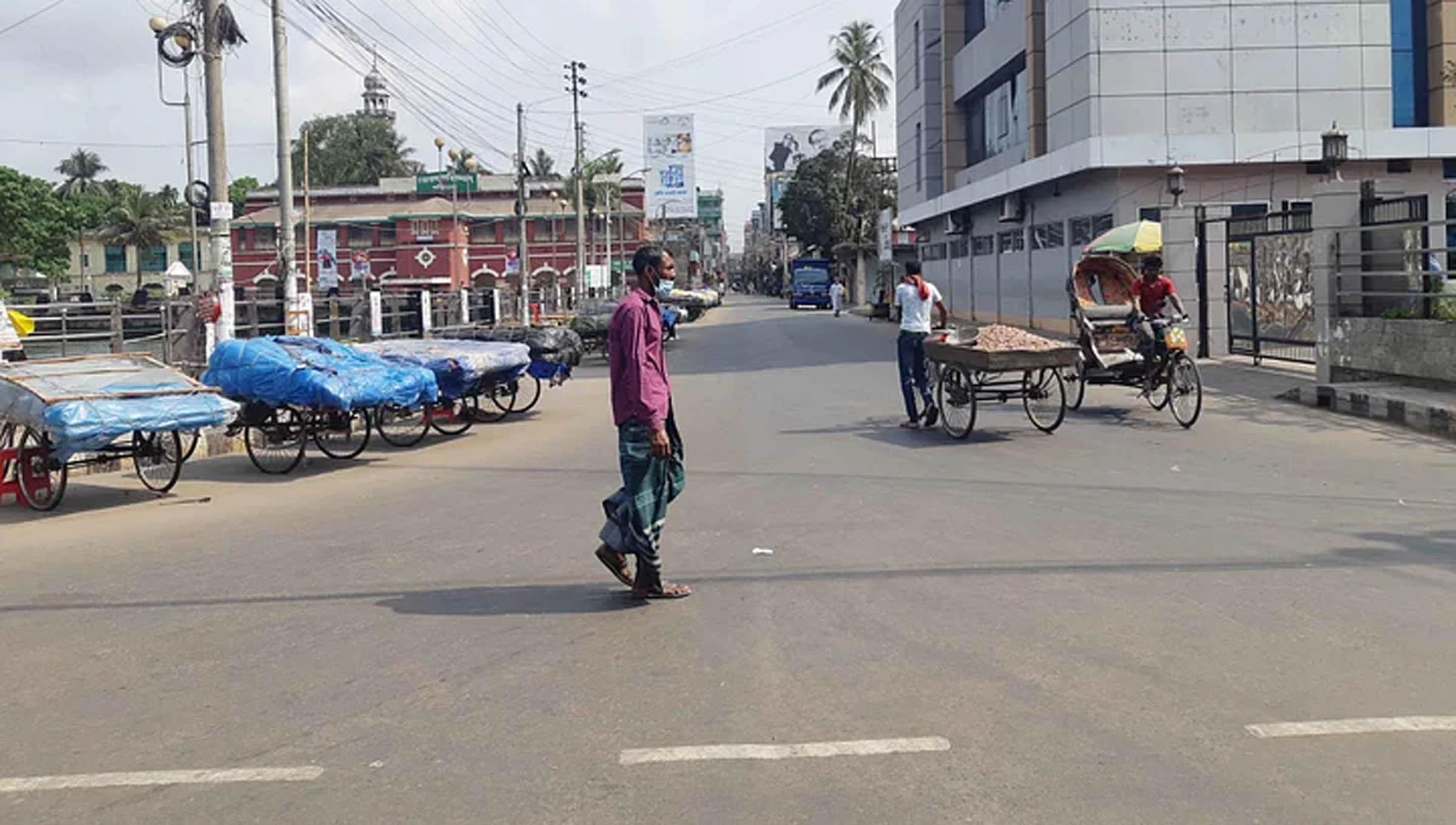Photo of বরিশালের রাস্তা-ঘাট, খুচরা বাজার সুনসান