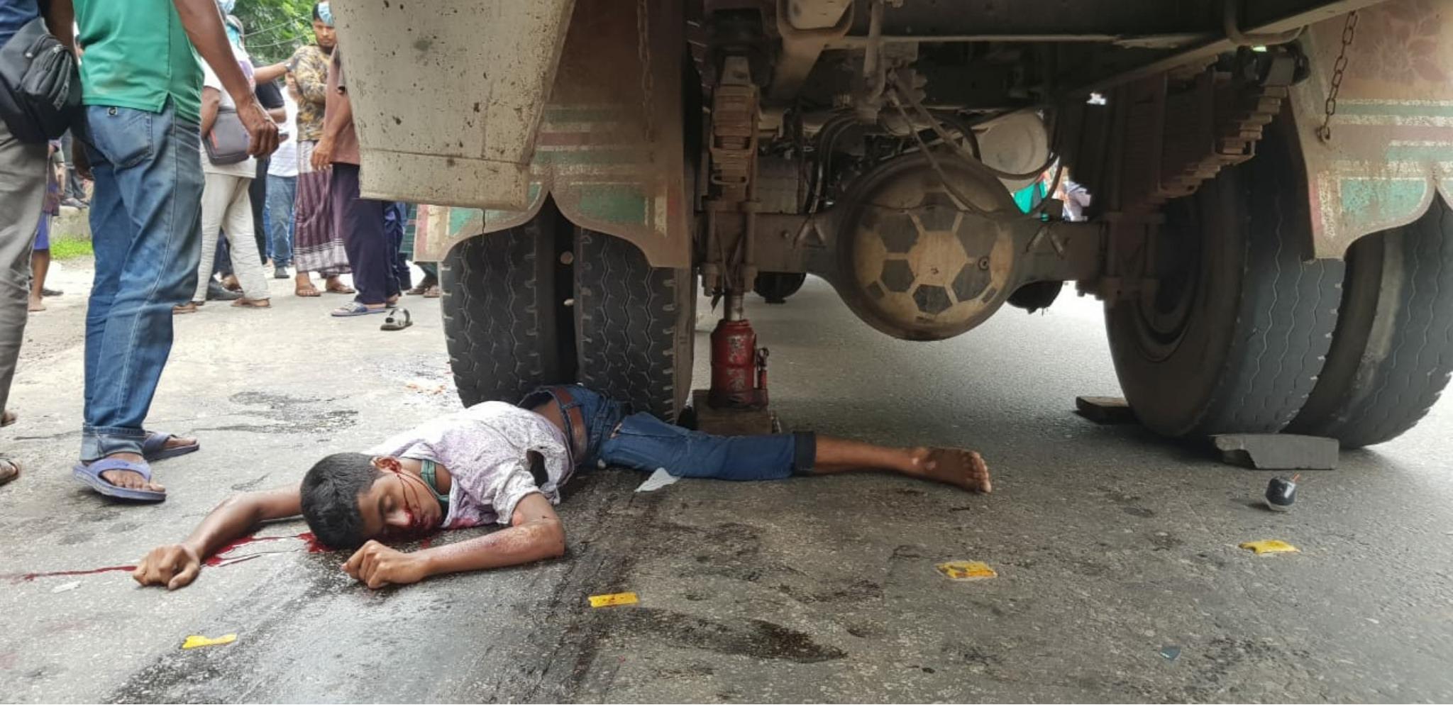 Photo of ট্রাক চাপায় দুই মোটরসাইকেল আরোহী নিহত