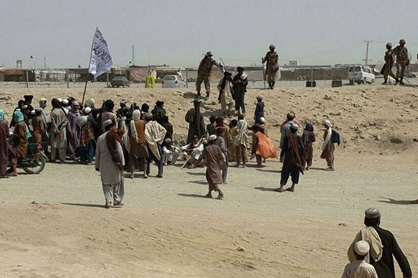Photo of সীমান্ত ক্রসিংয়ের নিয়ন্ত্রণ নিতে আফগান বাহিনীর তীব্র লড়াই