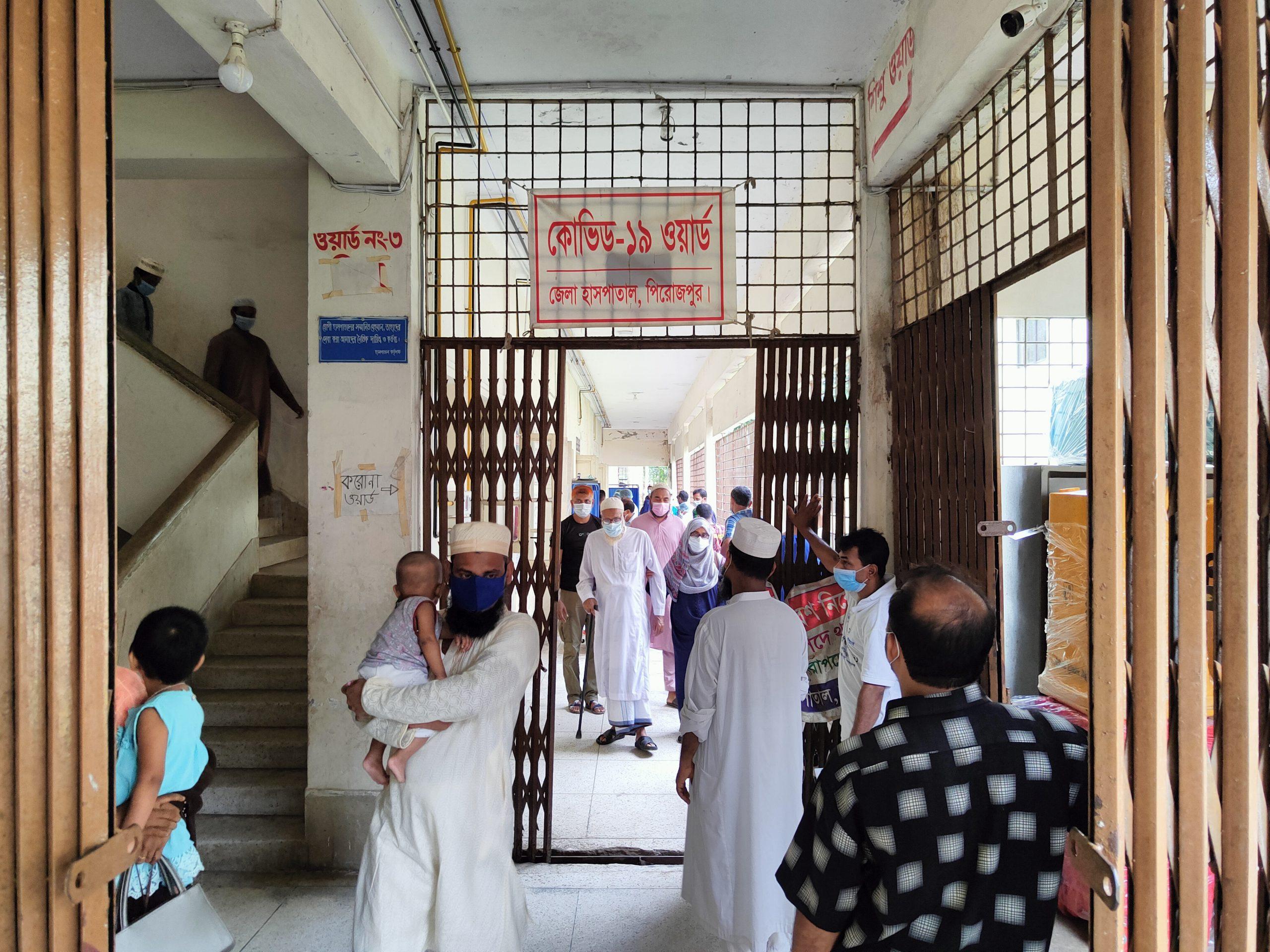Photo of পিরোজপুরে ২৪ ঘন্টায় ৫ জনের মৃত্যু, হাসপাতালে ভর্তি ৬২ জন